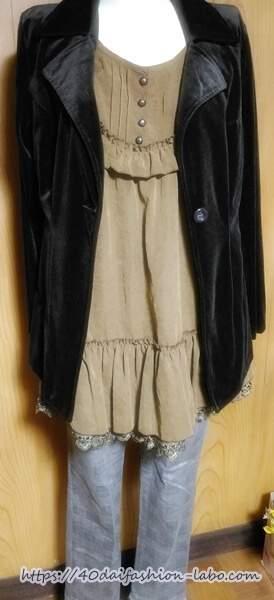 ディープなカラーの秋冬ファッション