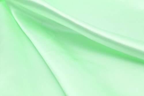 2019春夏ファッションは注目のグリーンで爽やかコーデ!